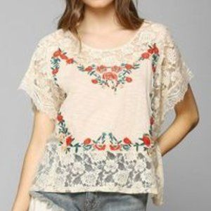 UO Kimchi Blue Floral Embroidered Lace Poncho Lg